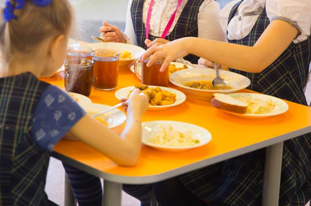 Фантик или польза?В школах Хабкрая проходят уроки правильного питания.