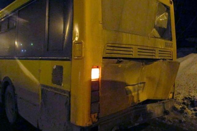 Авария с участием двух автобусов произошла на Воткинском шоссе 13 марта в 19.10.