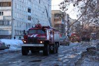 К моменту приезда пожарных из окна квартиры на 8 этаже шел густой дым.