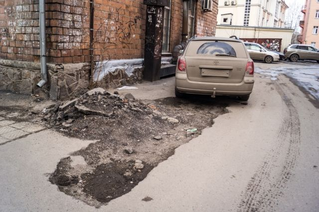 565 млн рублей выделят на ремонт дорог.