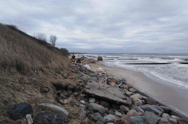В Зеленоградске начали укрепление берегового склона