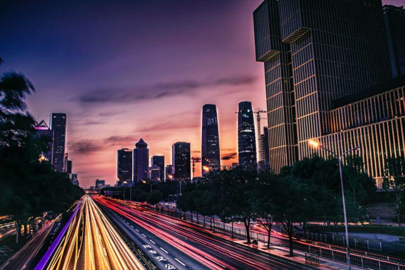 Пекин. Самые популярные сферы деятельности среди пекинских миллиардеров — это технологии и продажа недвижимости. В настоящее время здесь живет 61 миллиардер, это на 3 меньше, чем в прошлом году. Совокупное состояние этих людей оценивается в 193,3 млрд долларов. Самый богатый из них — девелопер коммерческой недвижимости Ван Цзяньлинь.