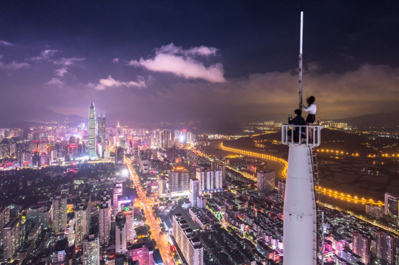 Шэньчжэнь. В общем рейтинге городов с большим количеством миллиардеров лидирует Китай. В частности в Шэньчжэне живут 39 миллиардеров, на 5 меньше по сравнению с прошлым годом. Их общее состояние оценивается в 190,5 млрд долларов. Богатейшим является CEO компании Tencent Ма Хуатэн.