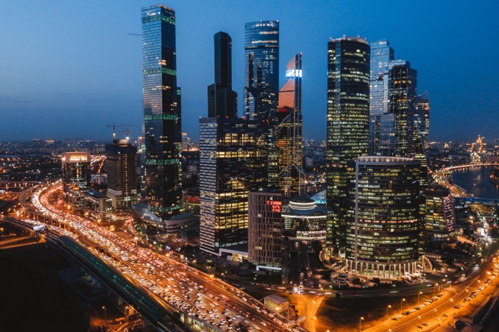 Москва. Российская столица занимает третье место в рейтинге Forbes с 2016 года. Здесь живет 71 миллиардер, на 6 меньше, чем в 2018 году. Их совокупное состояние оценивается в 336,5 млрд долларов, самым богатым является акционер «Новатэка» и «Сибура» Леонид Михельсон.