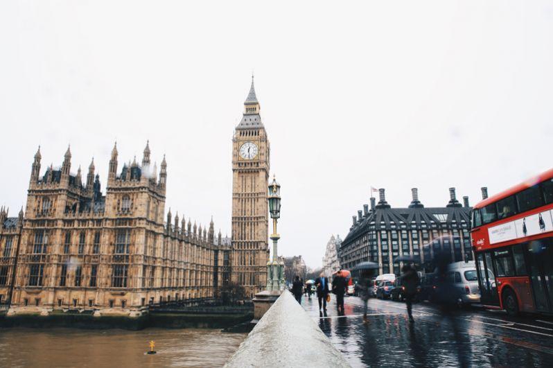 Лондон. В столице Великобритании проживают 55 миллиардеров. Примечательно, что лишь 20 из них являются гражданами этой страны. Их совокупное состояние оценивается в 226 млрд долларов, а самым богатым человеком является основатель российской компании «Альфа-Групп» Михаил Фридман.