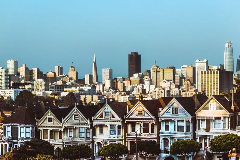 Сан-Франциско. Сейчас в городе проживают 42 миллиардера, на 8 больше, чем в 2018 году (и примерно столько же живет в соседних городах). Совокупное состояние этих 42 человек оценивается в 109,2 млрд долларов. Самый богатый из них — сооснователь Facebook Дастин Московиц.