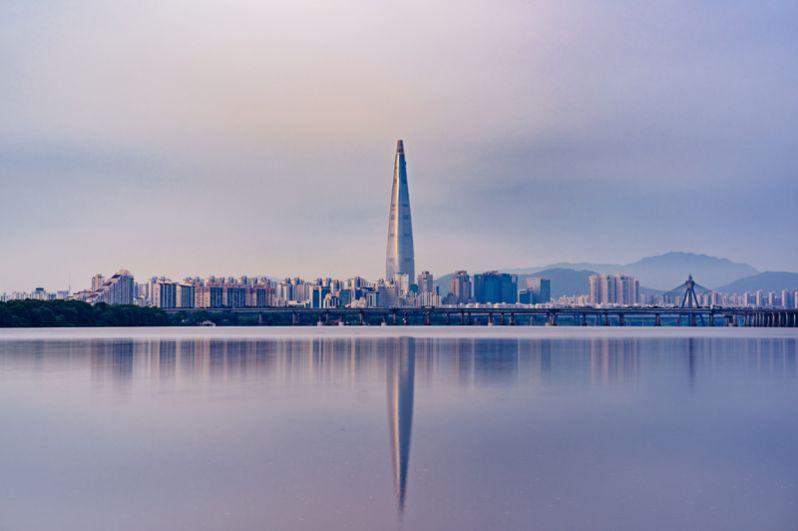 Сеул. В столице Южной Кореи проживают 38 миллиардеров, на 3 человека меньше с 2018 года. Их совокупное состояние оценивается в 99,9 млрд долларов. Все они являются гражданами этой страны и управляют ее крупнейшими компаниями. Самым богатым из них является глава Samsung Ли Кун-Хи.