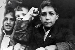 В Ленинград на пароходе «Сантай» прибыла первая группа испанских детей — 1498 человек из городов Бильбао и Сан-Себастьян. 23 июня 1937 года.