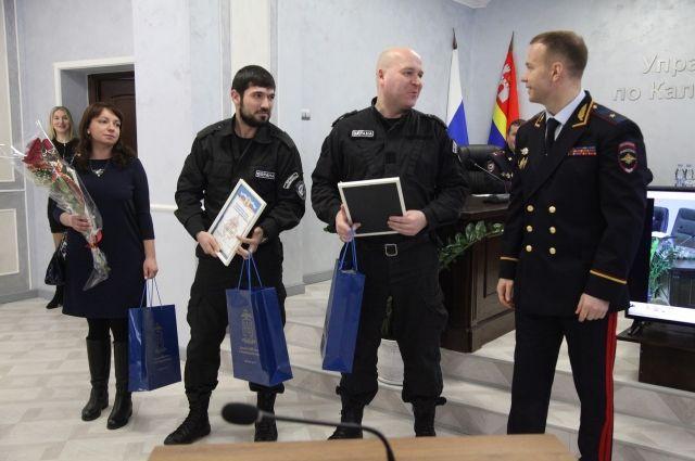 Полиция наградила калининградцев, оказавших помощь в раскрытии преступлений
