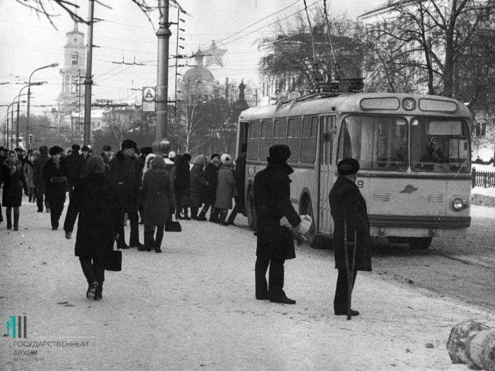 Троллейбус №3 на Комсомольском проспекте, 1972 год.