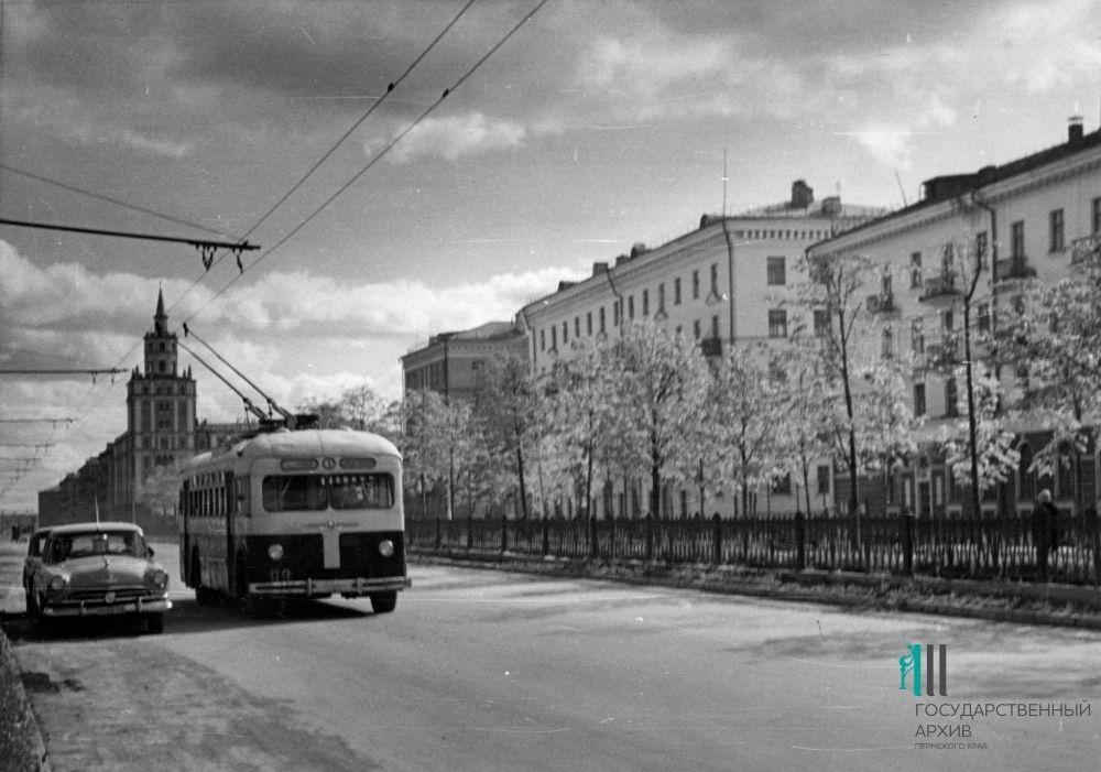 Троллейбус на Комсомольском проспекте, 1961 год.