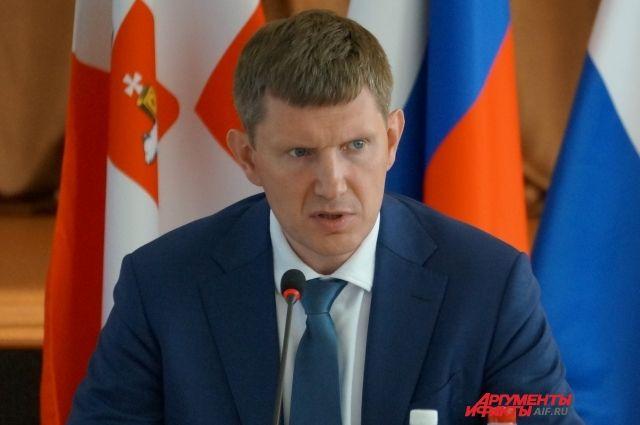 На заседании правительства 14 марта он раскритиковал намерение сотрудников приобрести телефоны за счёт казны.
