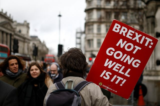 Парламент Великобритании проголосовал за перенос Brexit