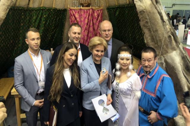 Ольга Голодец и Зарина Догузова посетили ямальский стенд в Москве