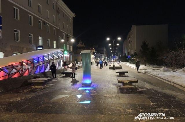 В центре Омска начало разваливаться здание