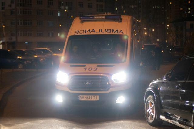 В Дарницком районе Киева вечером в четверг, 14 марта, мужчина выпал из окна своей квартиры на 21 этаже.