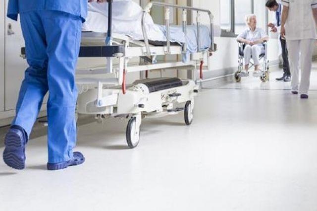 Женщина сообщает, что врач не осмотрел её и не сделал рентген стопы.