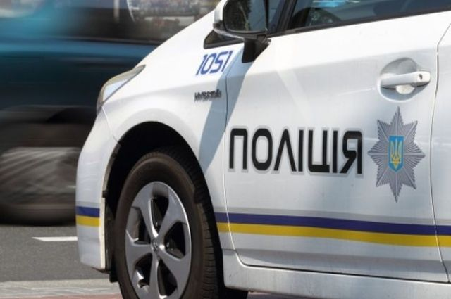 15 марта в Харькове патрульный полицейский не справился с управлением и совершил наезд на светофор.