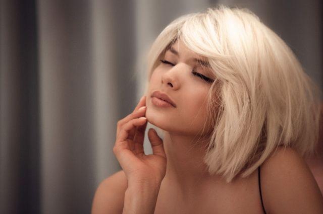 Запиши все на пленку и не страдай: Michelle Andrade в новом имидже выпустила песню о надежде и любви Corazón