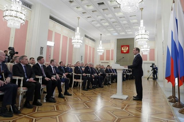 Поздравление лауреатов премий правительства в области науки и техники.
