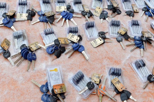 Тюменским врачам вручили ключи от служебных квартир