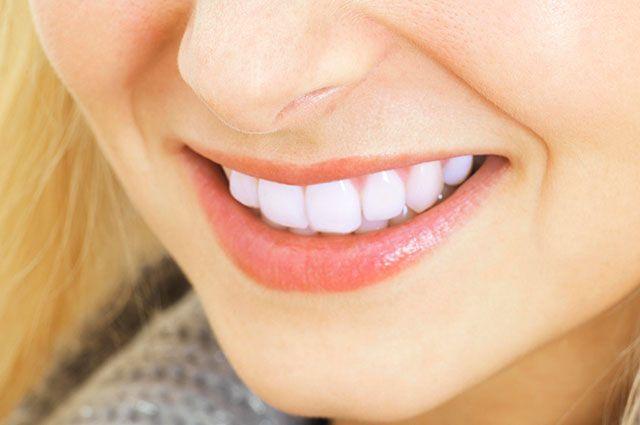 Как связаны цвет эмали зубов и их здоровье?