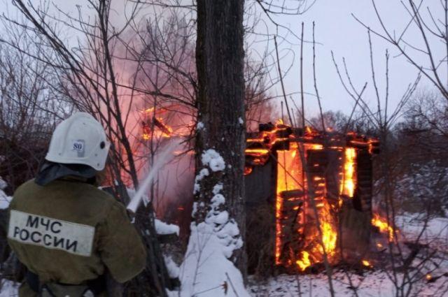 На пожаре в Сарапуле погибли четыре человека.