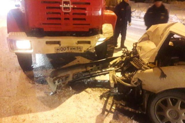 В результате ДТП никто не пострадал, но иномарка получила серьёзные повреждения.