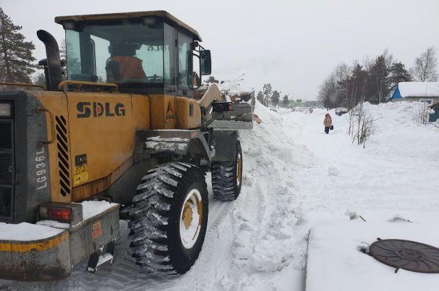 В Ноябрьске из-за сильного снегопада ввели режим повышенной готовности