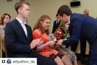 Губернатор Ямала вручил награды призерам соревнований по танцам на колясках