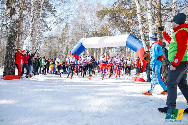 В зимнем триатлоне участвовали как спортсмены «элиты», так и любители.