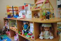 Воспитатели отвечают за безопасность детей в садике.