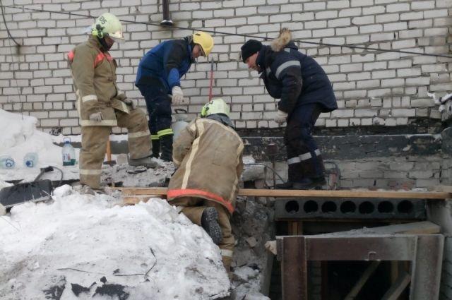 Специалисты обнаружили, что в ненормативном состоянии находится перекрытие на 14-м этаже.