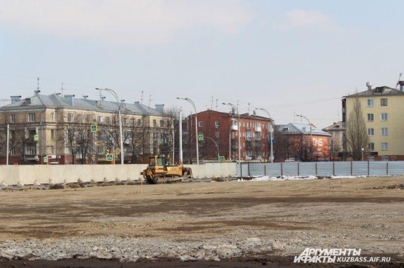 После трагедии было принято решение разбить на месте ТЦ памятный сквер.