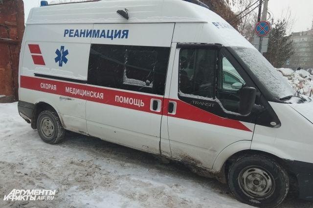 Во время столкновения пассажир ВАЗа вылетел из авто.