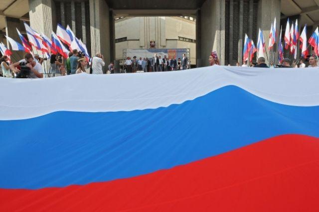 В Ялте угощали гигантским тортом после забега в честь возвращения Крыма
