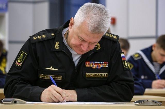 Командующий Северным Флотом назвал заработок подводников