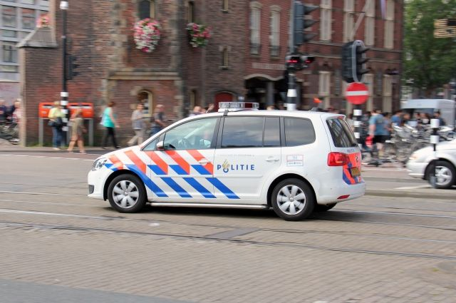 В голландском Утрехте неизвестный открыл стрельбу в трамвае