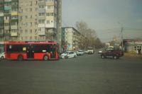 Автолюбитель пострадал в лобовом столкновении с автобусом в Хабаровске.