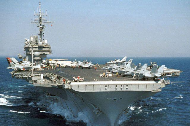 Авианосец USS Kitty Hawk («Китти Хок»).