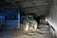 В Кувандыкском ГО рабочего насмерть придавило плитой в зернохранилище
