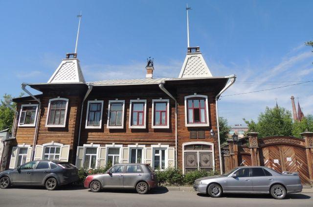 Старинные здания требуют ремонта.