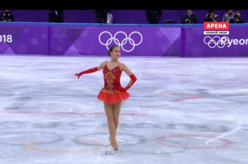 «Красное платье. Здесь хорошо видно, как ей комфортно в красном цвете. Все настолько гармонично - внешность, костюм, внутренний мир. Стилистика костюма на «5+». Видно, что костюм дорогой, продуманный. Молодцы!», - считает стилист.