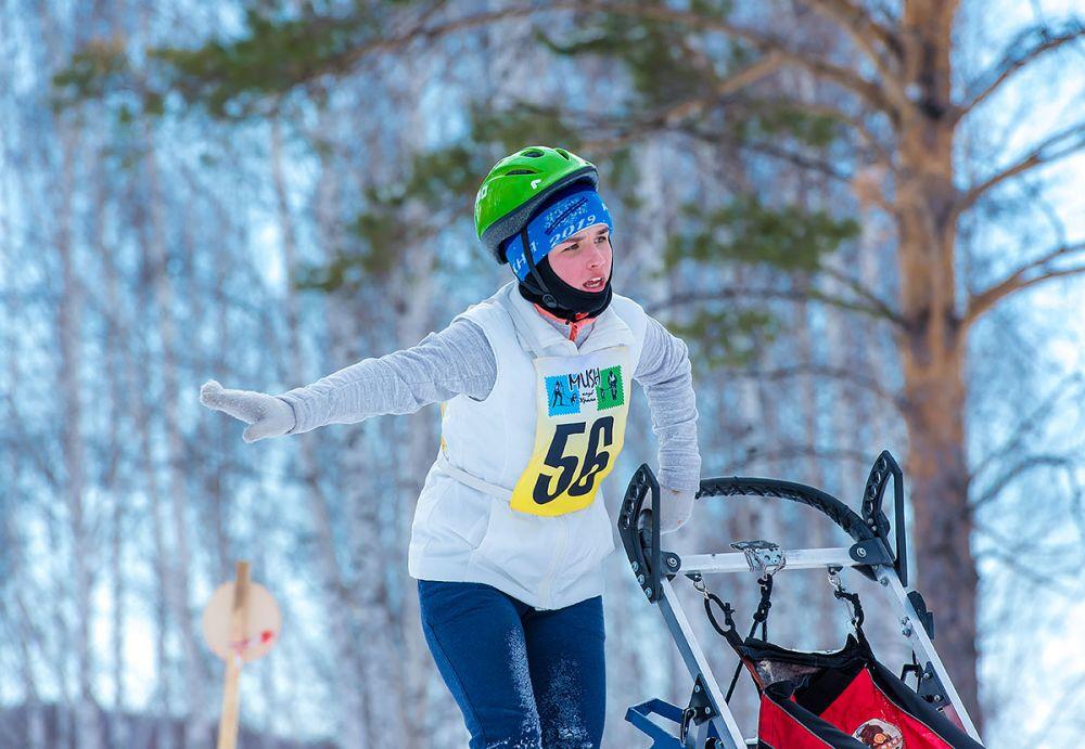 Алена Орлова (Каменск-Уральский) возвращает свой экипаж на трассу.