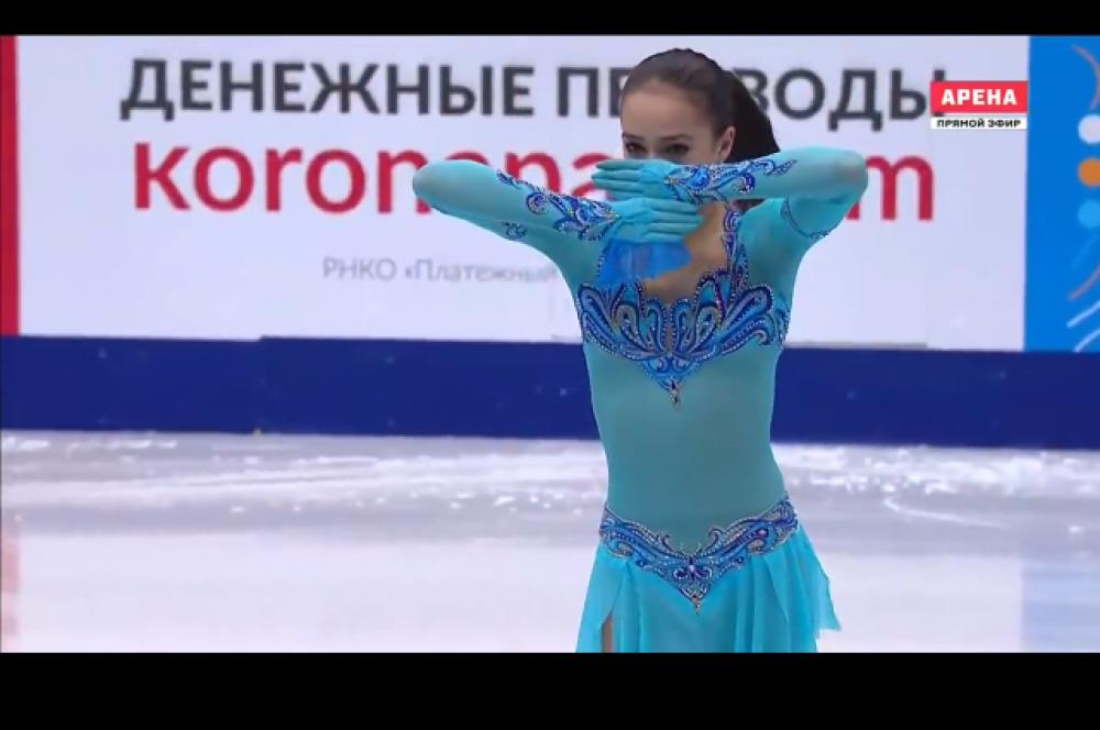 Бирюзовый наряд был на Алине во время короткой программы на Чемпионате России - 2017. «Бирюзовый, лазурный цвет – один из самых популярных цветов. Но мне не нравится ткань, из которой выполнено платье – она гладкая, однотонная, тонкая. Платье показывает любой бугорок, даже если фигура точенная. Если в таком костюме девушка чувствовала себя комфортно – значит, справилась. А вот вышивка – высший пилотаж».