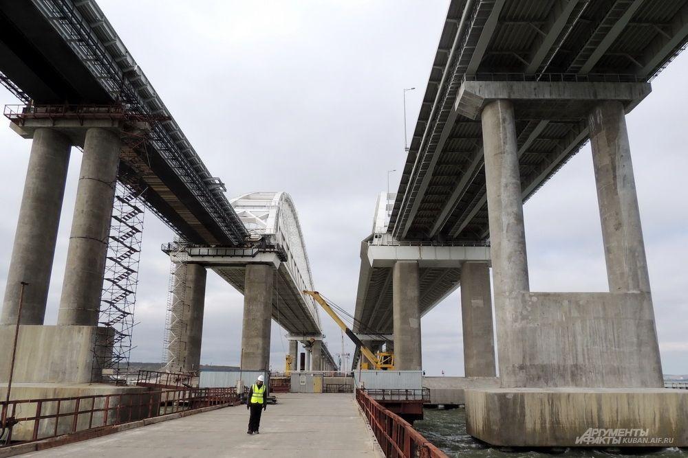Вид на арки с временного рабочего моста.