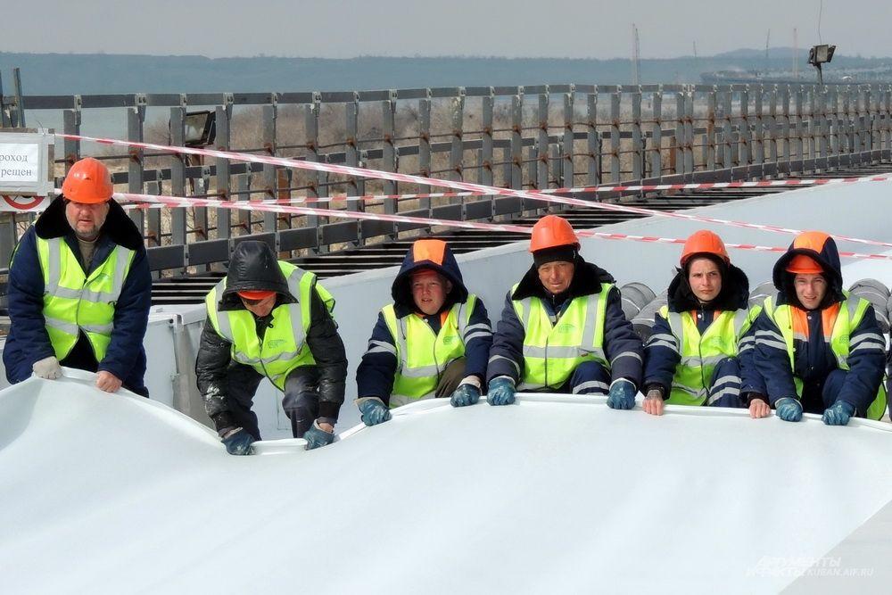 Строители моста.