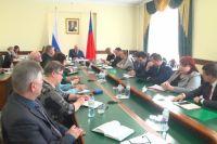 В совещании приняли участие заместители губернатора, начальники департаментов, главы городов и районов, представители ветеранских организаций.