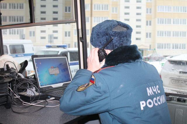 Омские пожарные при нулевой видимости спасли восемь человек из огня