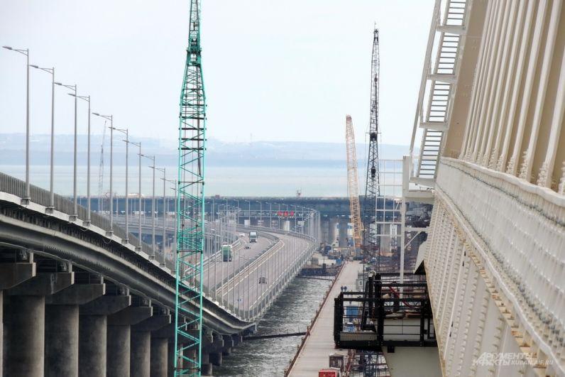Крымский мост выглядит впечатляюще со всех ракурсов.
